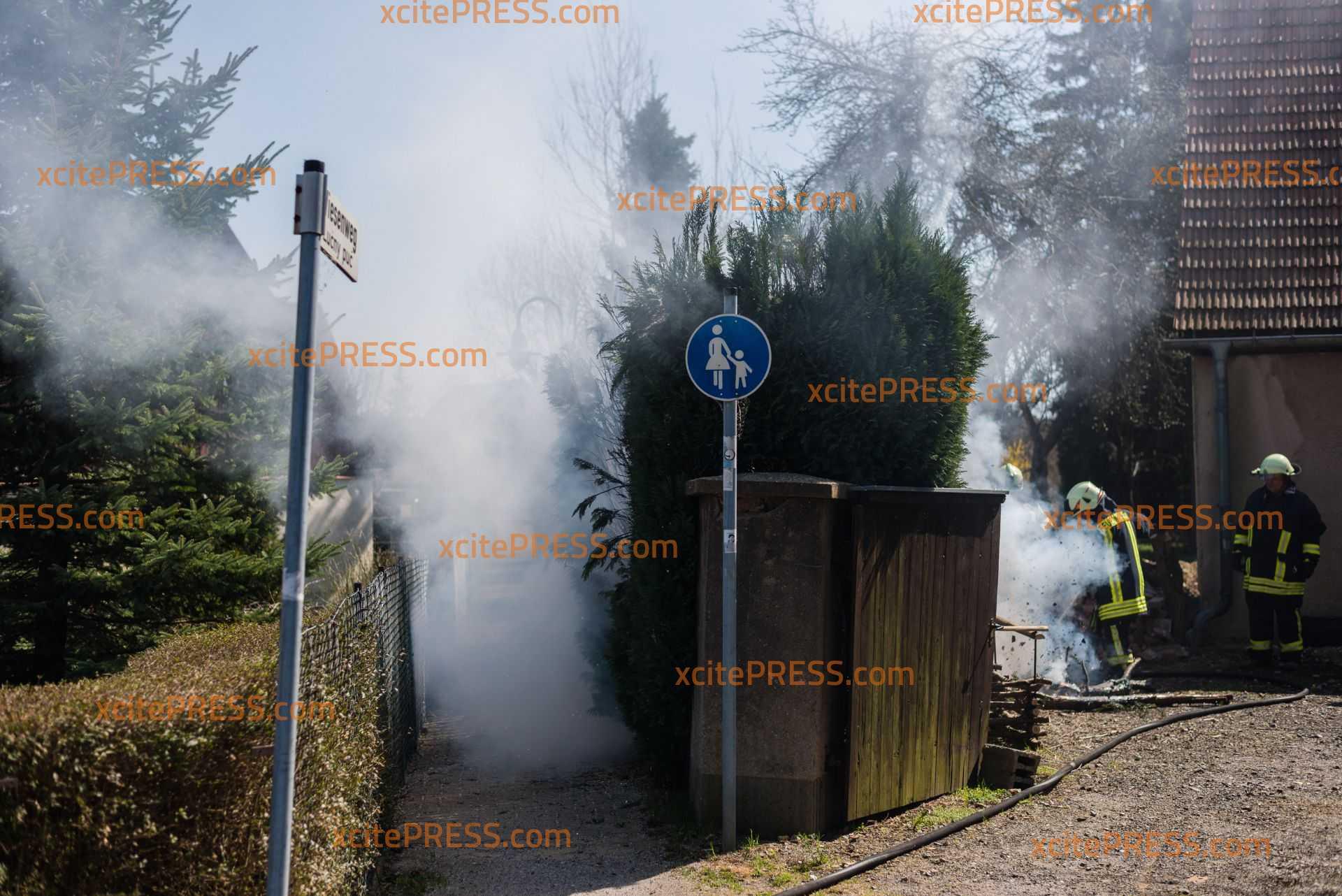 Feuerwehr kann Schlimmeres verhindern: Hecke brennt in Wohngebiet: Hohe Temperaturen sorgen für Brandgefahren