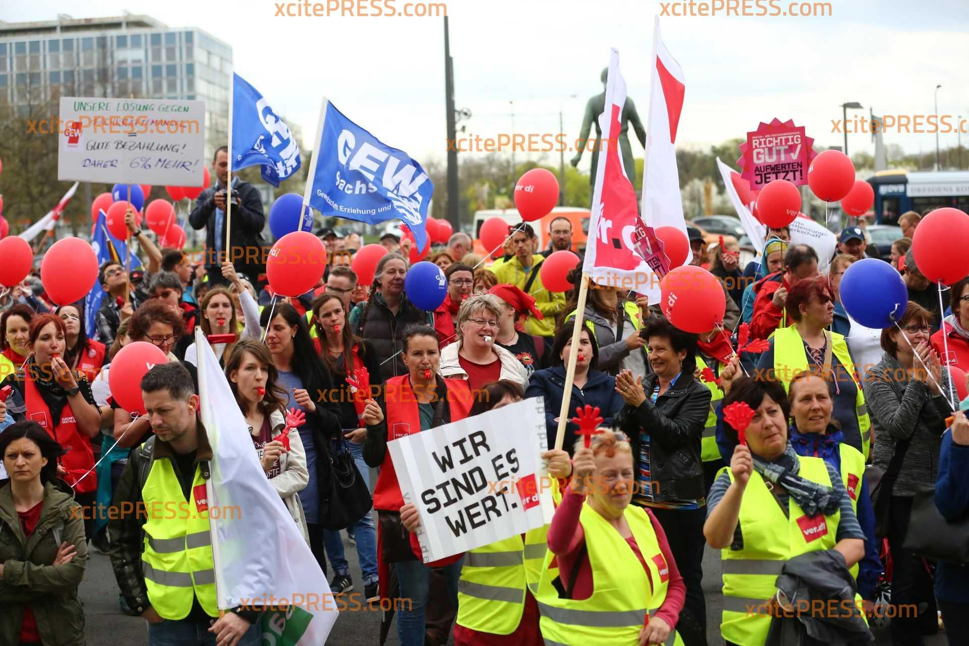 Streik in Dresden: Hunderte Erzieher vor Rathausplatz: Verschiedene Gewerkschaften hatten zu Streik aufgerufen