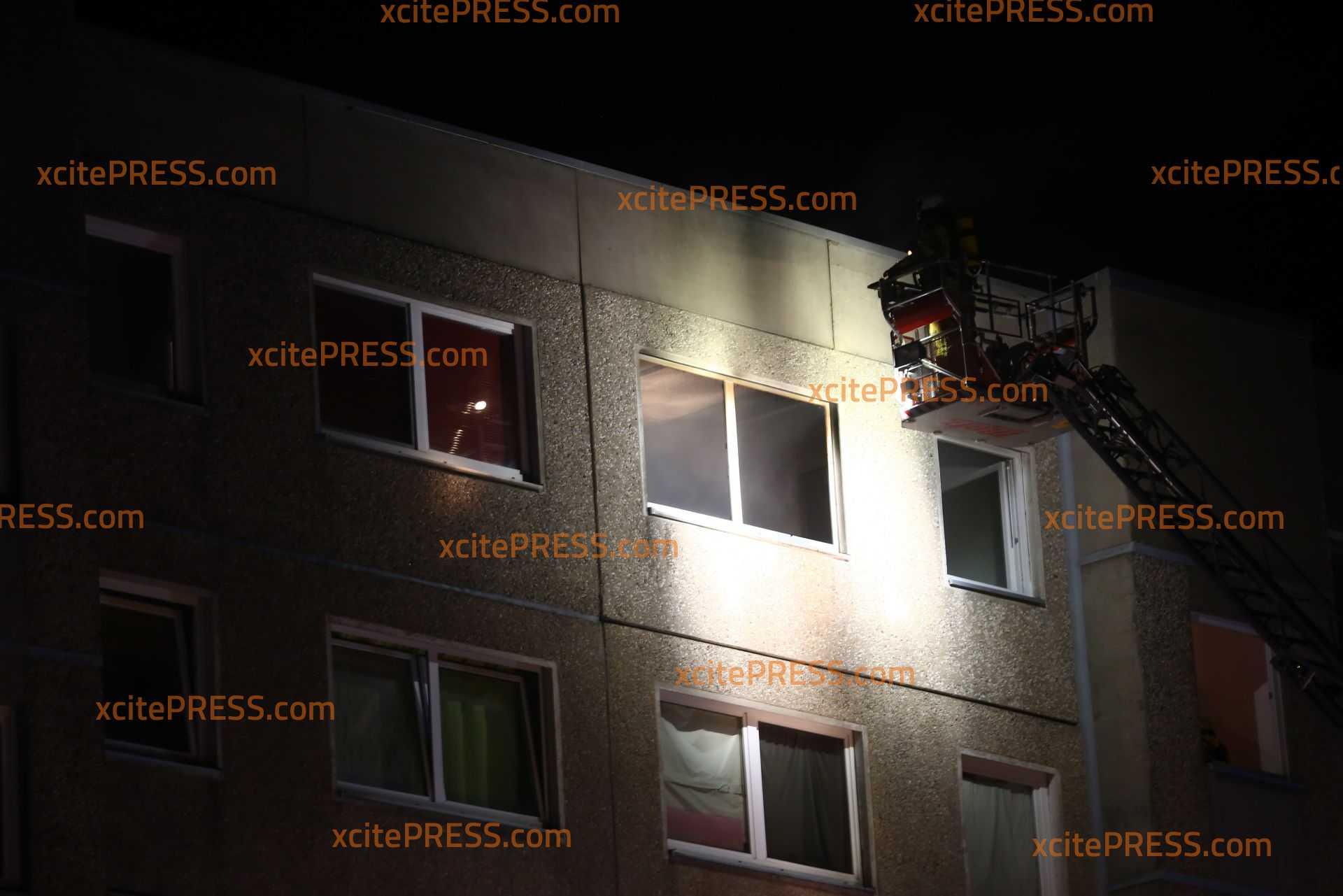 Bewohner legt Feuer in Wohnung: Schnelles Eintreffen der Einsatzkräfte kann Schlimmeres verhindern: Bewohner vorläufig festgenommen