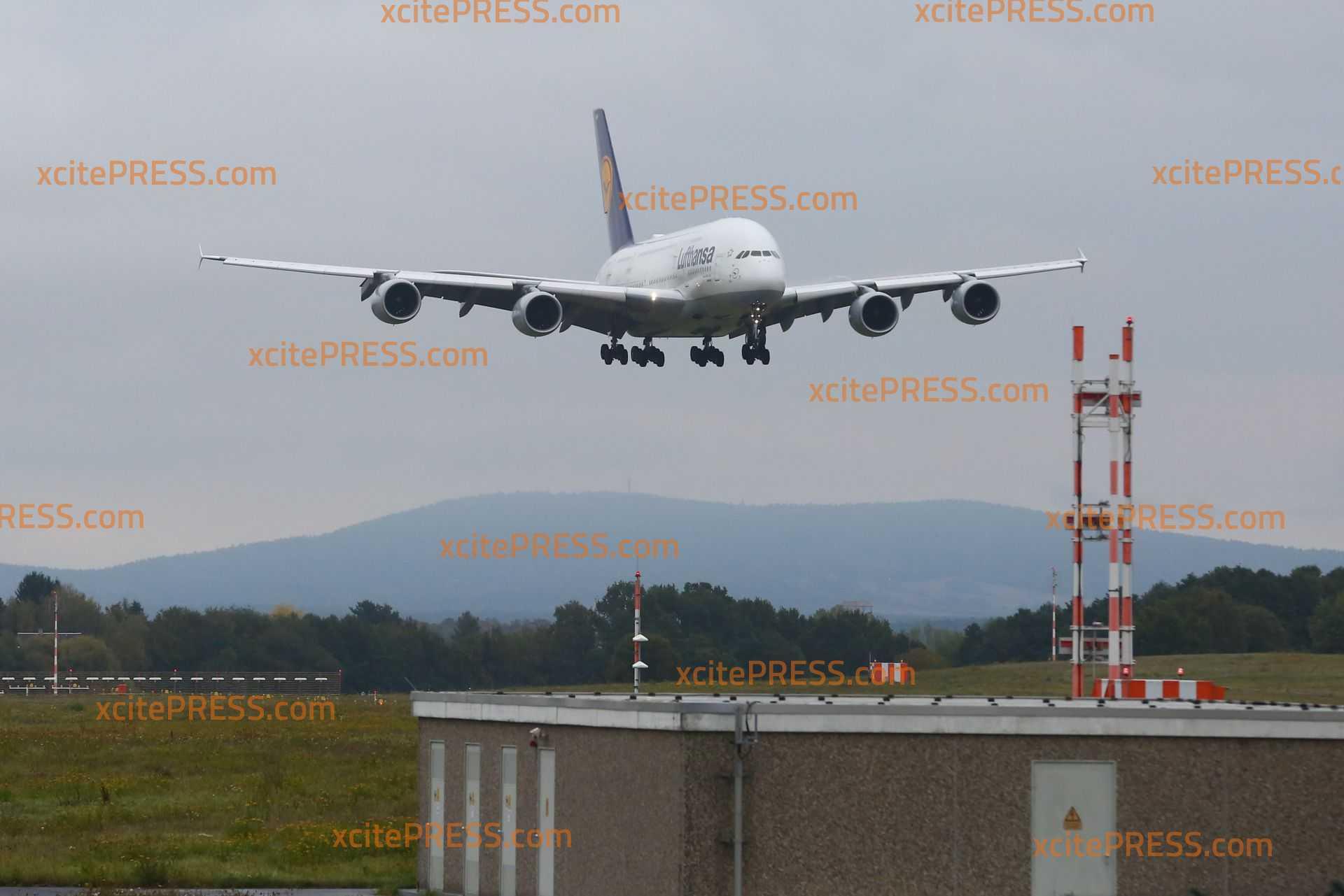 """Airbus A380 zu großem Check in sächsischer Landeshauptstadt: Flugzeug wird """"rundumerneuert""""."""
