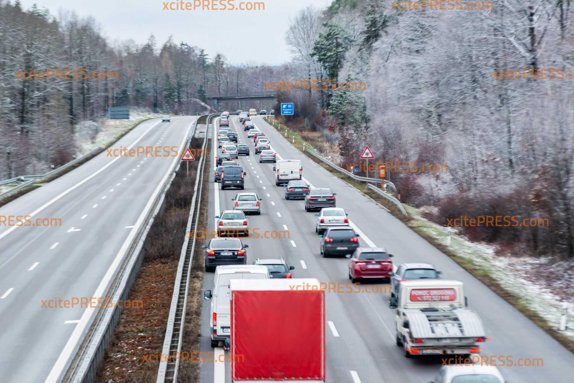 20 Kilometer Stau auf der A4: Unfall im dichten Sonntagsverkehr
