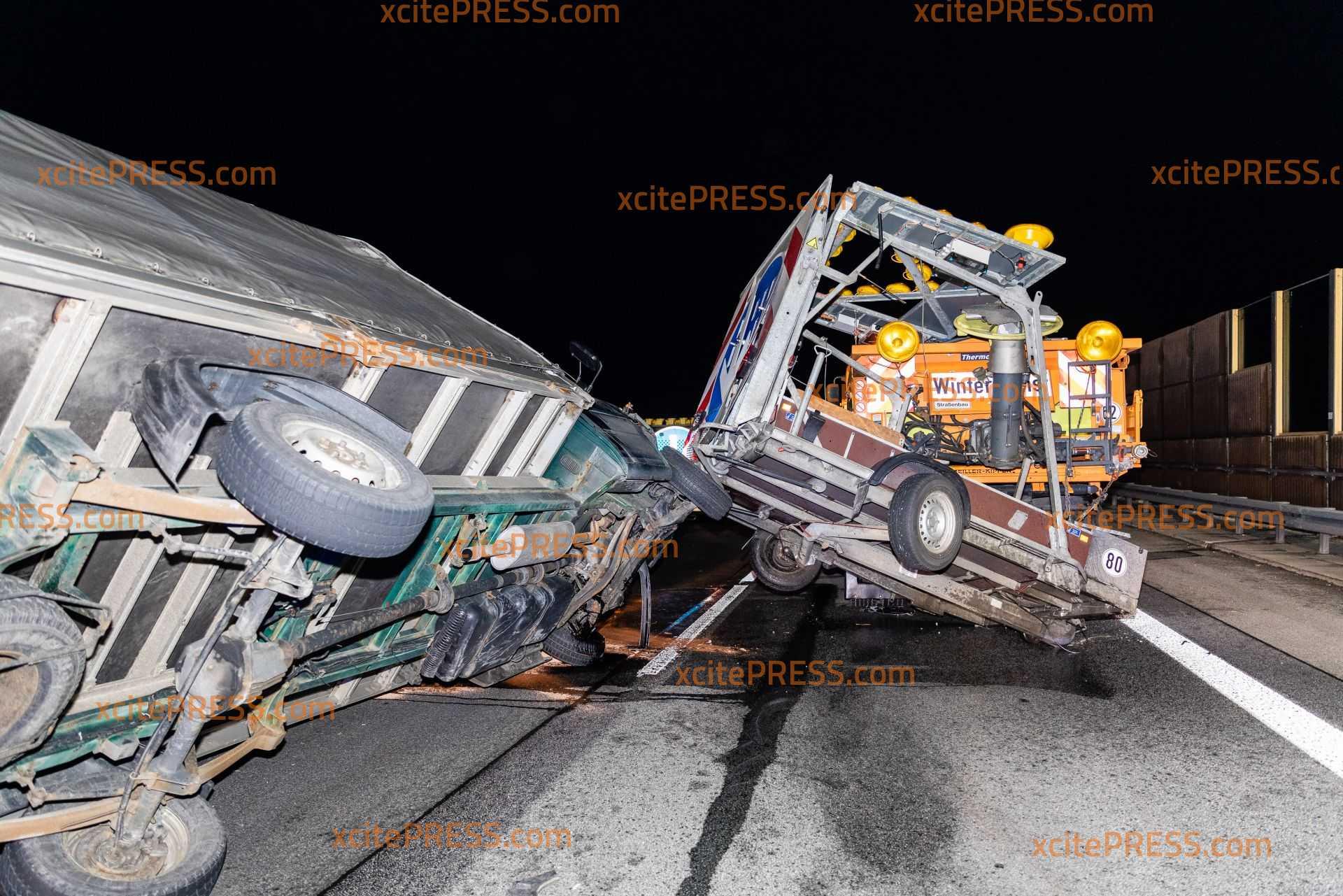 Transporter kracht in Schilderwagen: Autobahn 4 nach spektakulärem Unfall gesperrt: Insgesamt neun Kilometer Rückstau