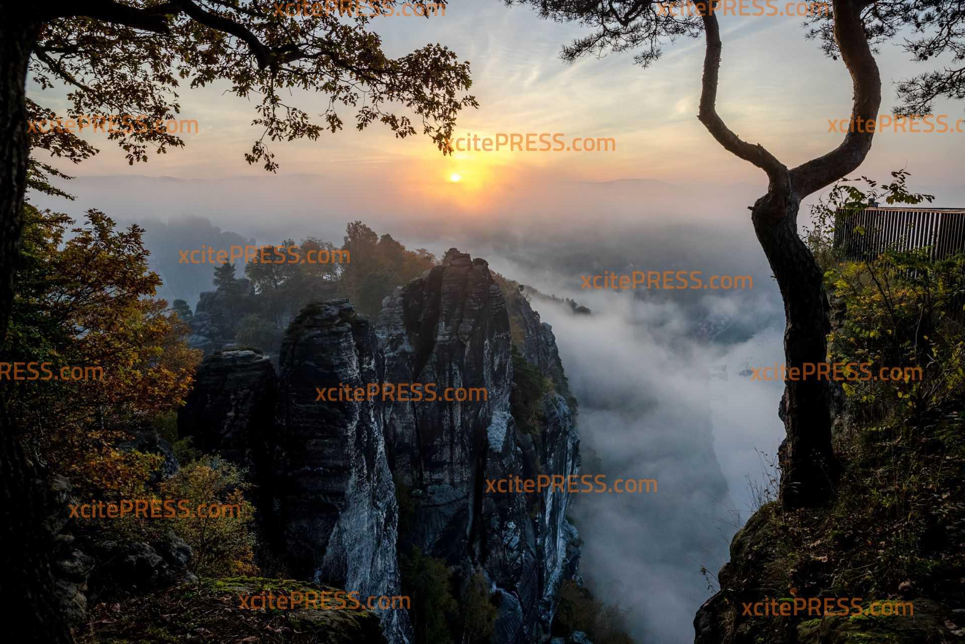 Sonnenaufgang im Basteigebiet: Zahlreiche Besucher und Wanderer unterwegs