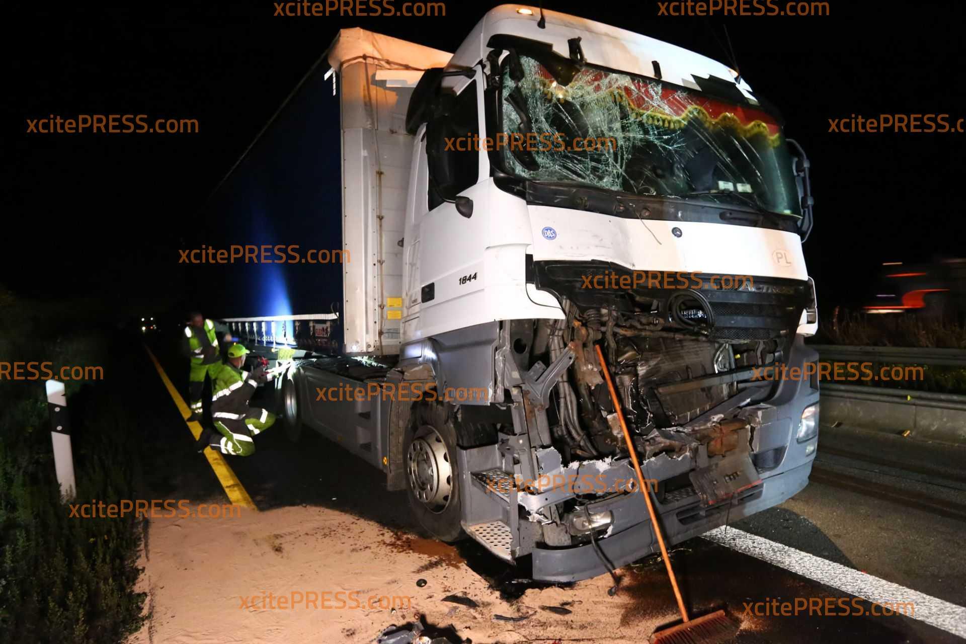 Schon wieder Brummi-Crash auf der Autobahn: Zum Glück ohne Verletzte - Megastau in Richtung Dresden
