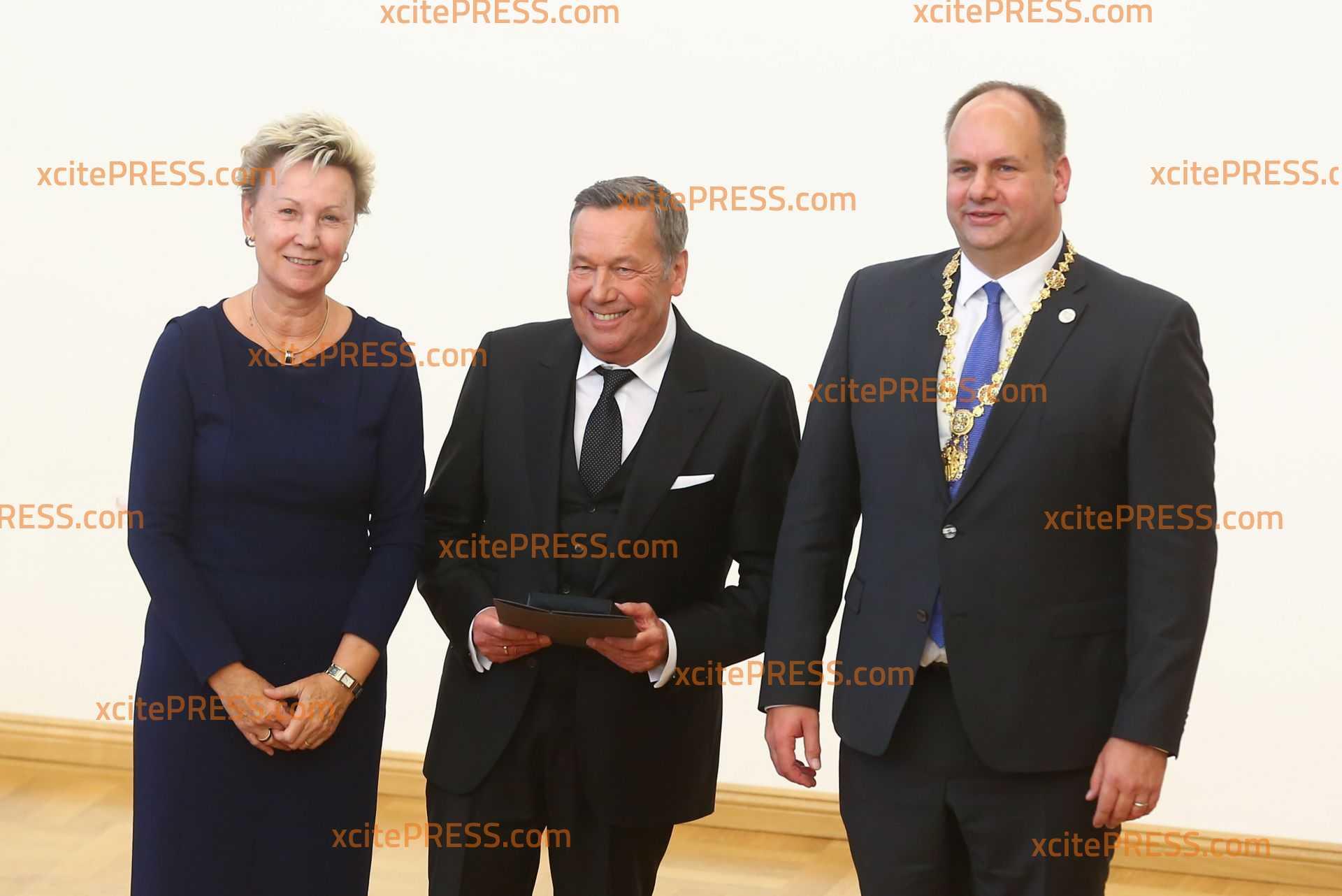 Ehrenmedaille für u.a. Roland Kaiser: Schlagerstar erhält Anerkennung u.a. für Zuschauerrekorde bei Konzerten am Elbufer