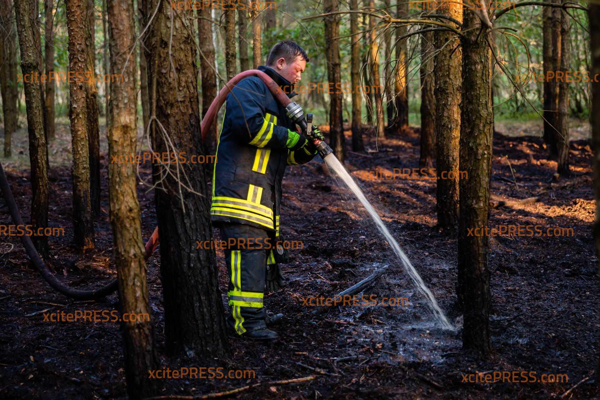 Waldboden gerät bei Skaska in Brand!: Waldbrandwachtürme entdecken das Feuer