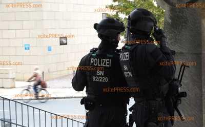 Nach Schießerrei in Halle: Verstärkte Sicherheitsvorkehrungen an Dresdner Synagoge : Polizei zeigt Präsenz
