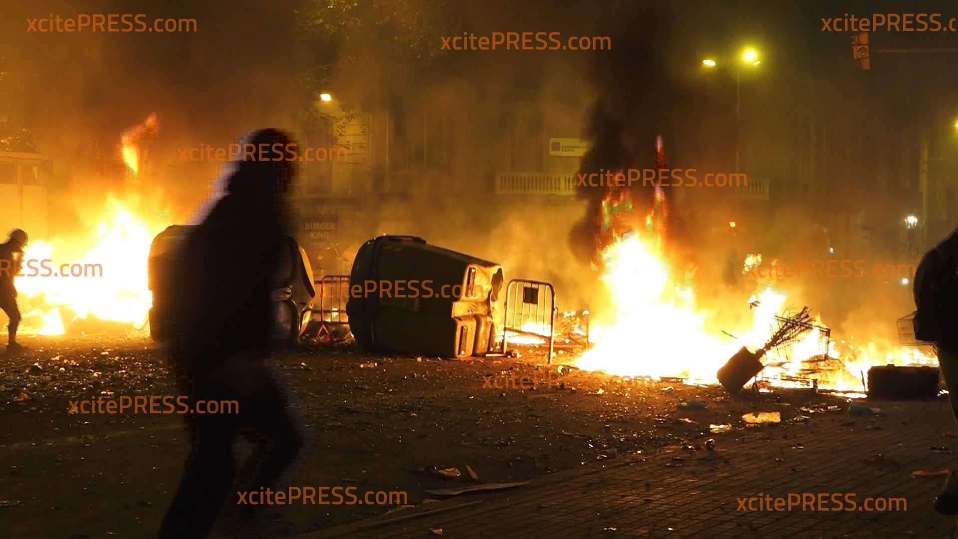 Heftige Ausschreitungen bei Massenprotesten: Fünfter Krawalltag in Folge - Freilassung der