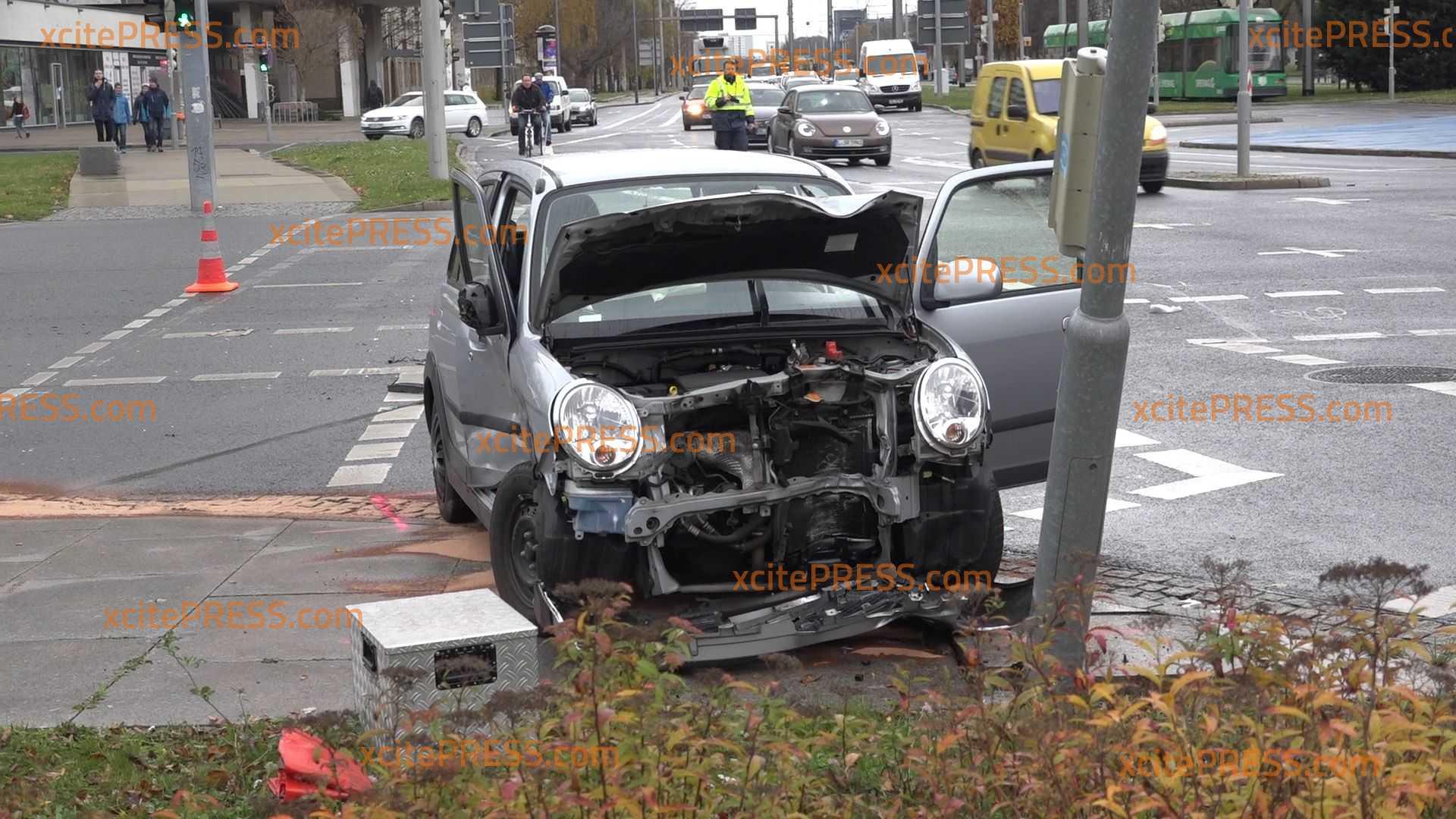 Unfall am Pirnaischen Platz: VW und Daihatsu kollidieren: 2 Verletzte
