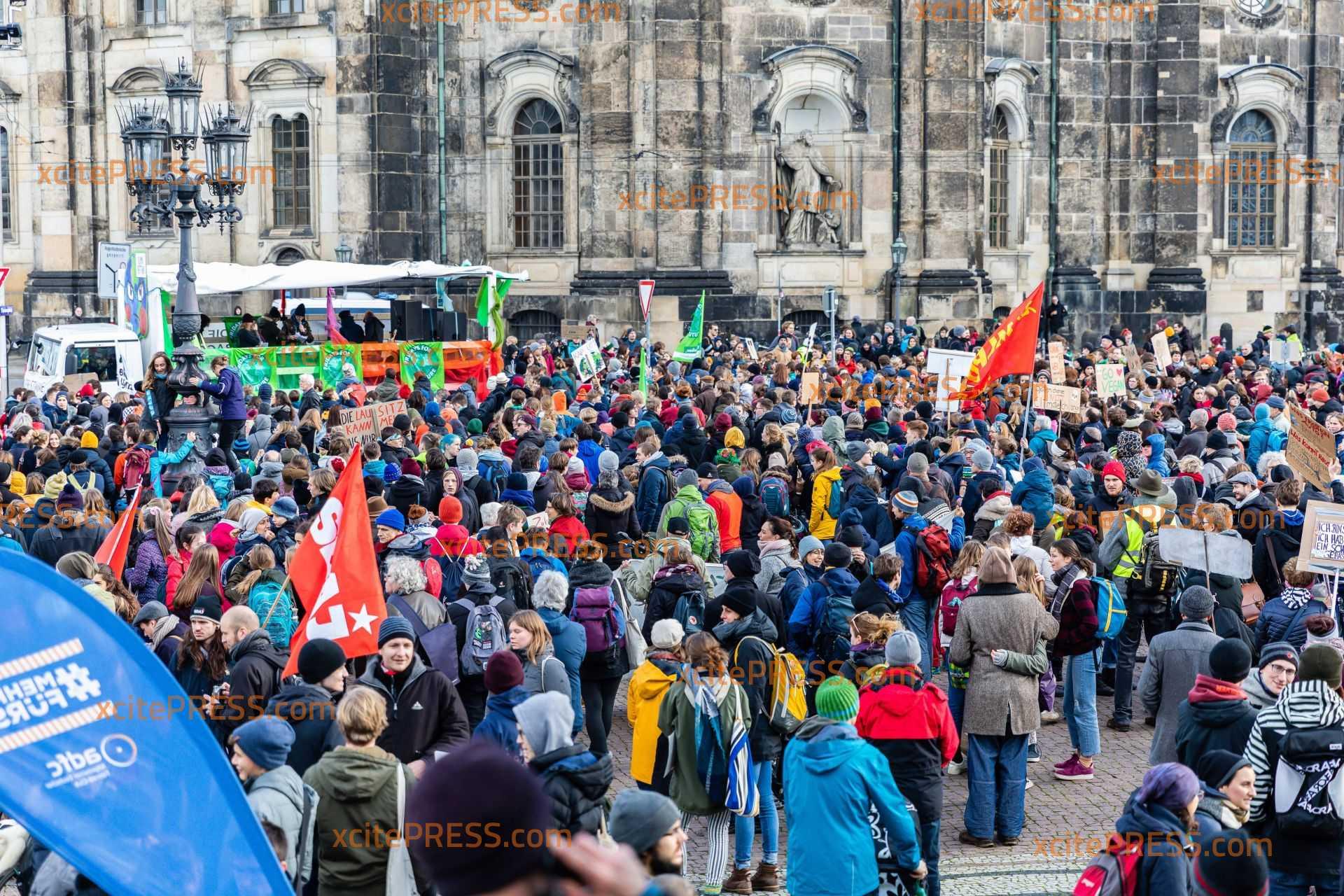 Tausende Teilnehmer bei Klimastreik auf der Straße: