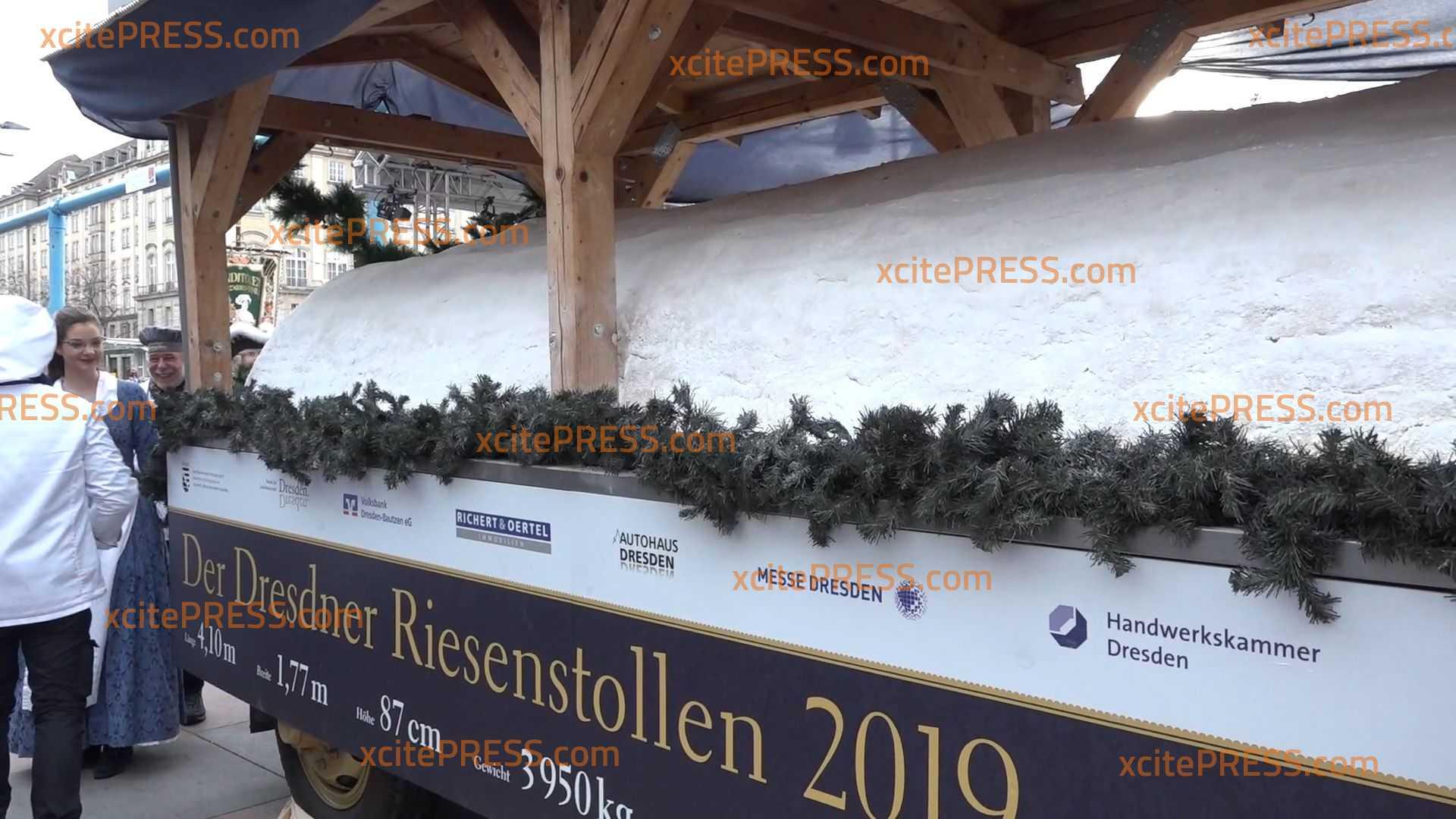 XXL-Stollen fährt mit großem Festumzug durch sächsische Landeshauptstadt: Zehntausende Besucher bei traditionellem Stollenfest