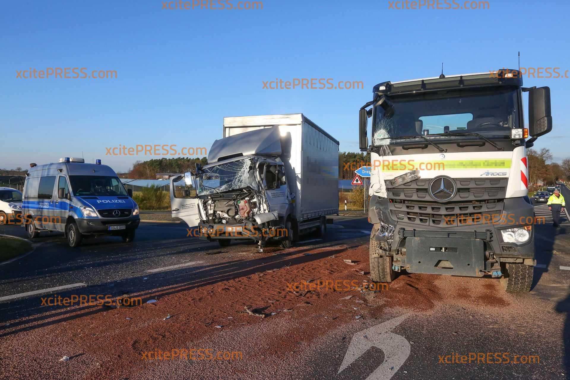 LKW kollidieren an Autobahnauffahrt: 1 Verletzter