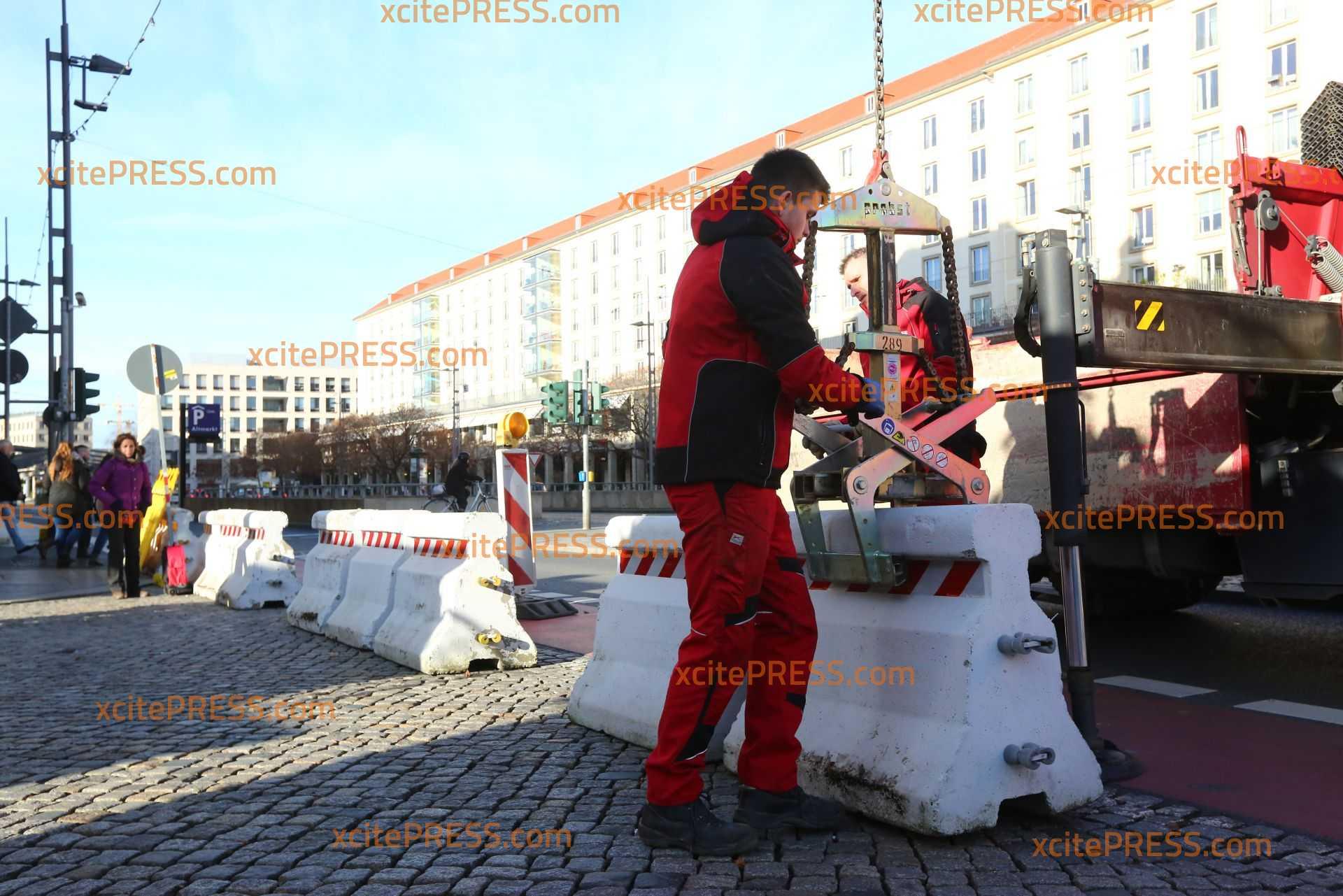 Betonsperren sollen Dresdner Weihnachtsmarkt absichern: Striezelmarkt wieder zur