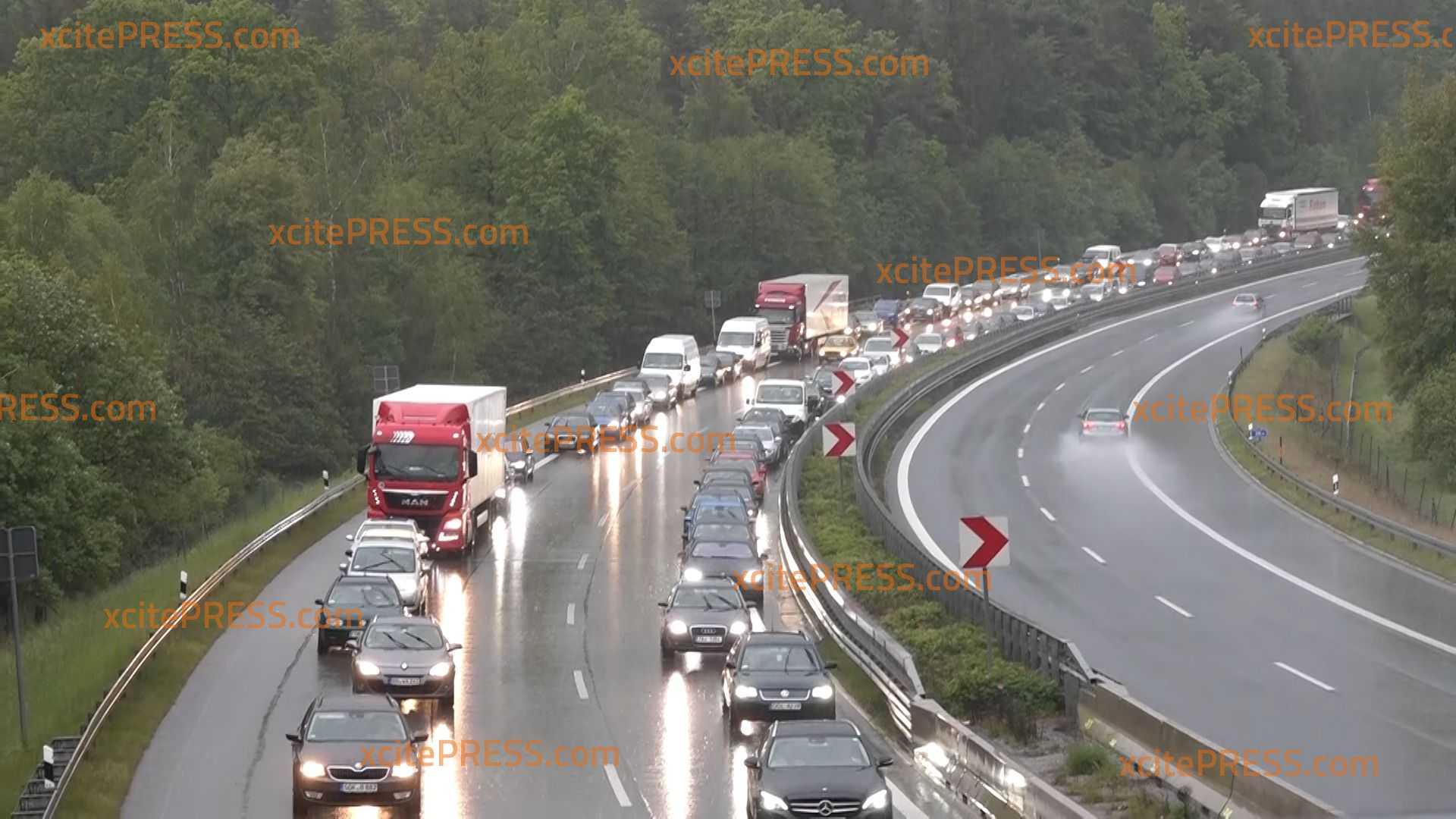 Stau! Autobahn 4 wird wieder zur Geduldsprobe: Etliche Unfälle zum Beginn des Pendelverkehrs am Sonntagabend