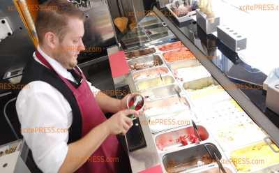 Mit Bratwurst-Senf-Eis gegen die Sommerhitze: Verrückte (Sommer?!-) Eissorten in sächsischer Eisdiele