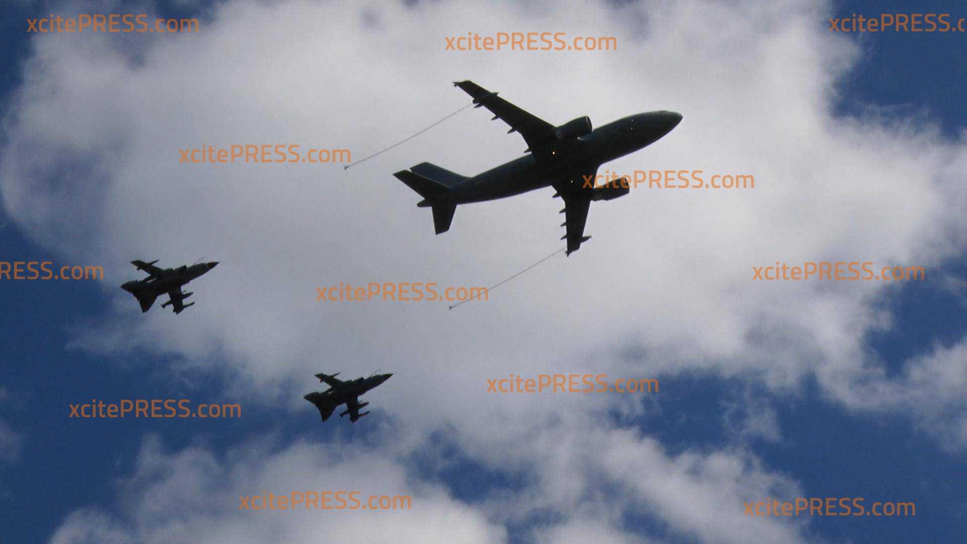 Abschiedsflug: Bundeswehr-Jets fliegen über Dresden: Zwei Tornado-Kampfjets begleiten mächtigen Airbus A310