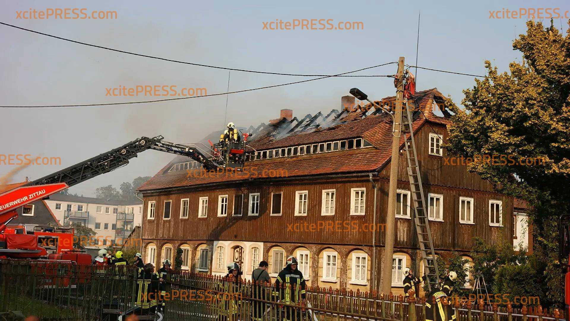 Fachwerkhaus in Flammen: Zwei Verletzte: 100.000 Euro Sachschaden nach Verpuffung
