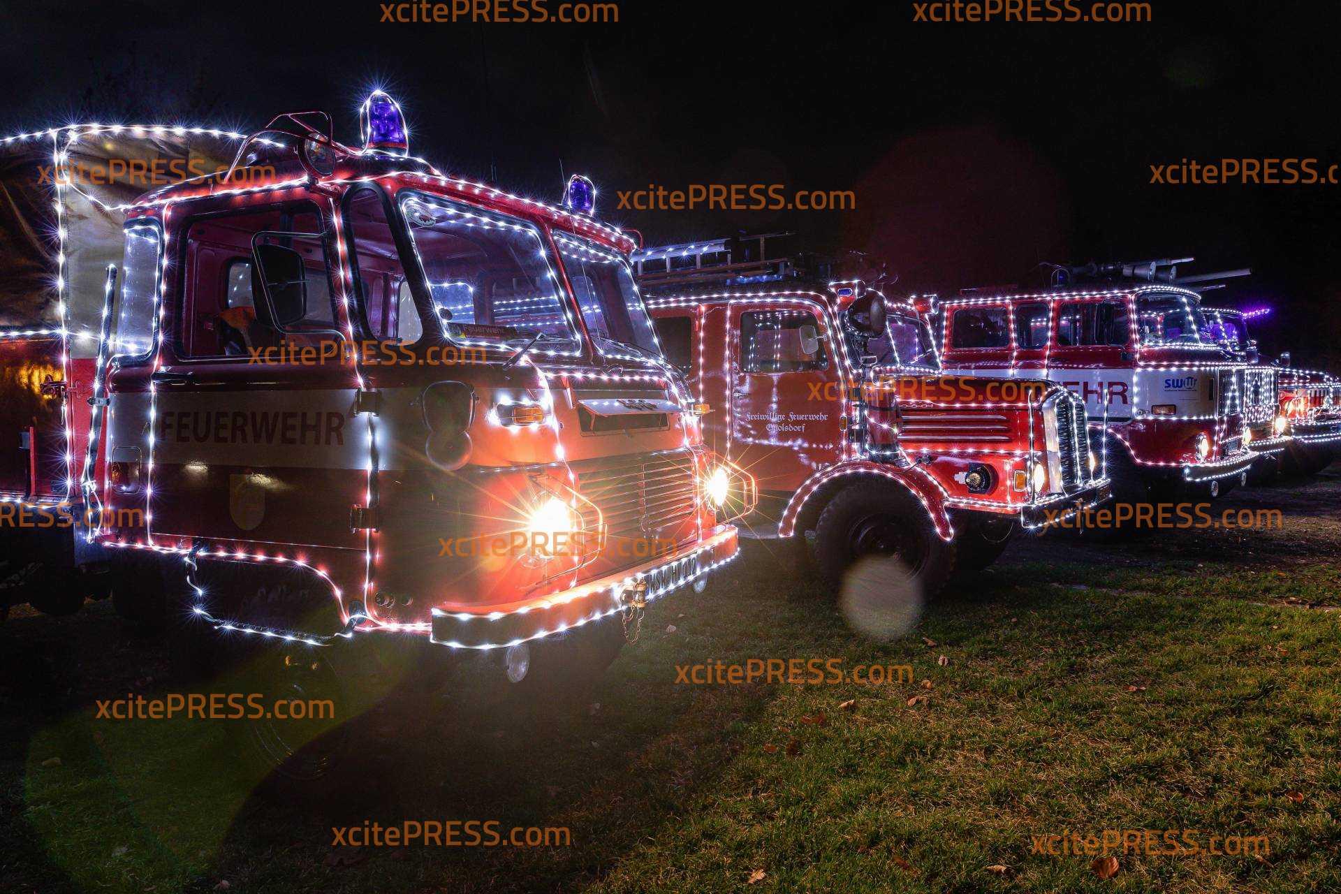 Corona zum Trotze - Lichterfahrt durch die Oberlausitz: Feuerwehr verbreitet Weihnachtsstimmung: Adventszeit eingeläutet, bevor am 1. Dezember die Ausgangssperre greift