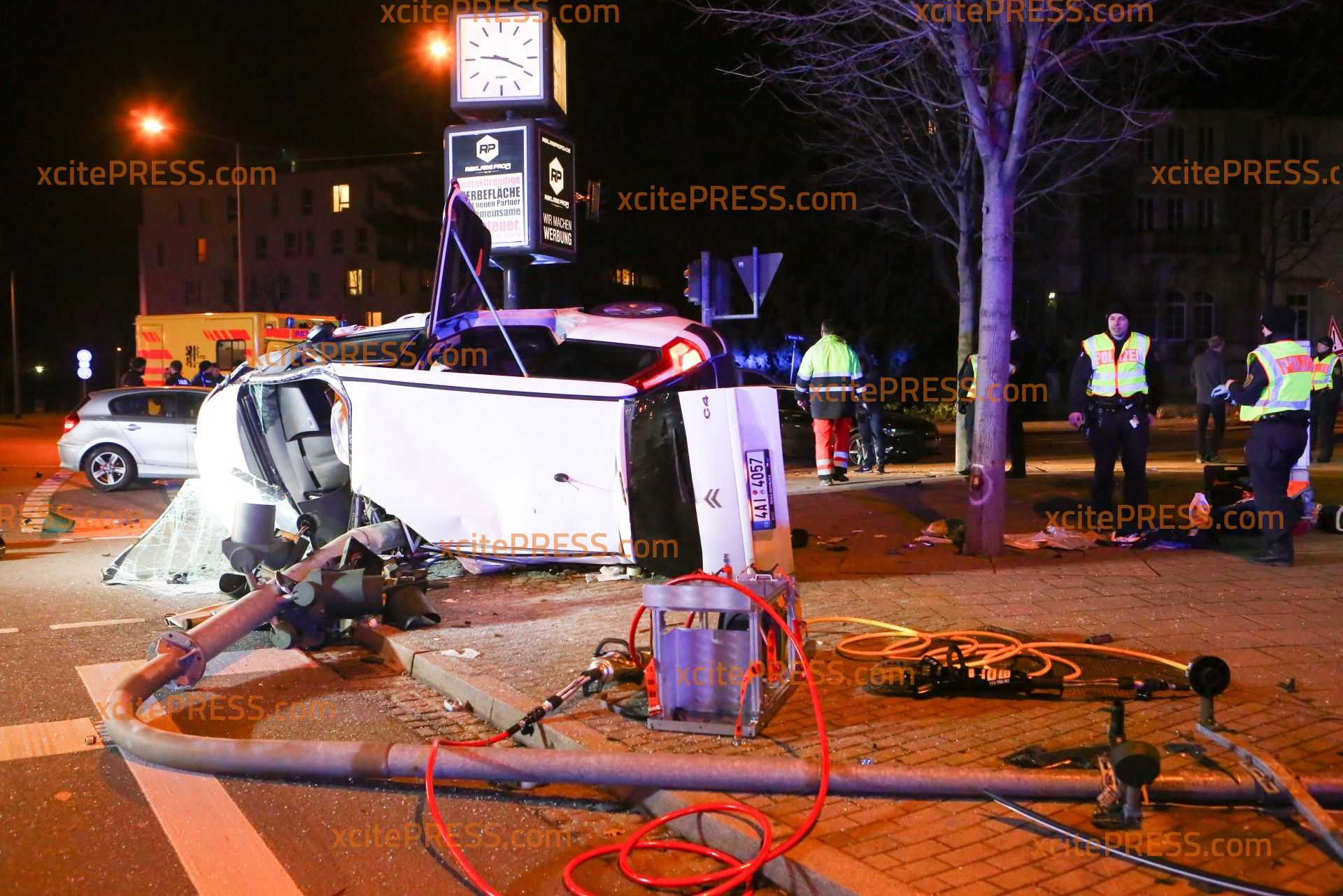 Mit Haftbefehl-gesuchter Ladendieb baut schweren Unfall: Nichtangeschnalltsein rettete Fahrer (41) offenbar das Leben