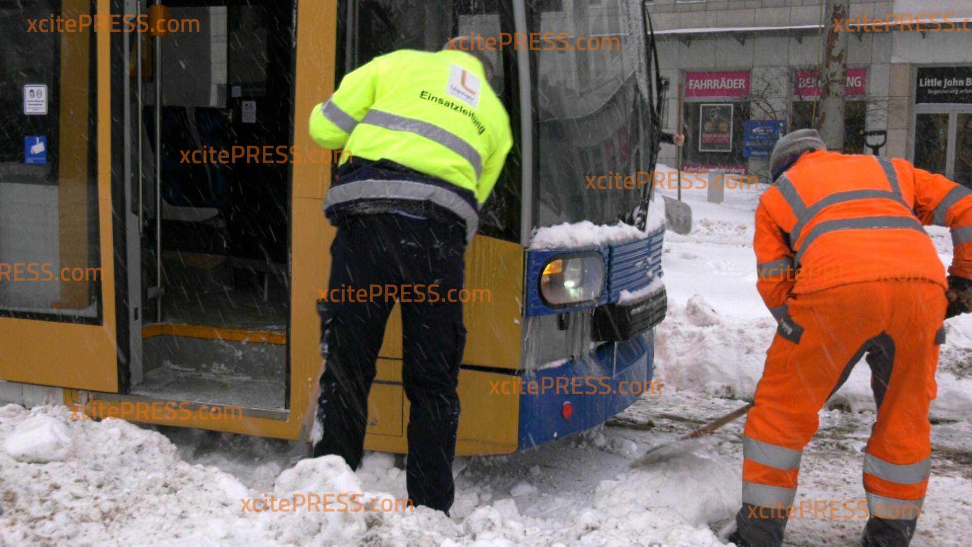 Leipziger Verkehrsbetriebe stellen Betrieb ein: Vor allem Schneeverwehungen machen dem ÖPNV zu schaffen