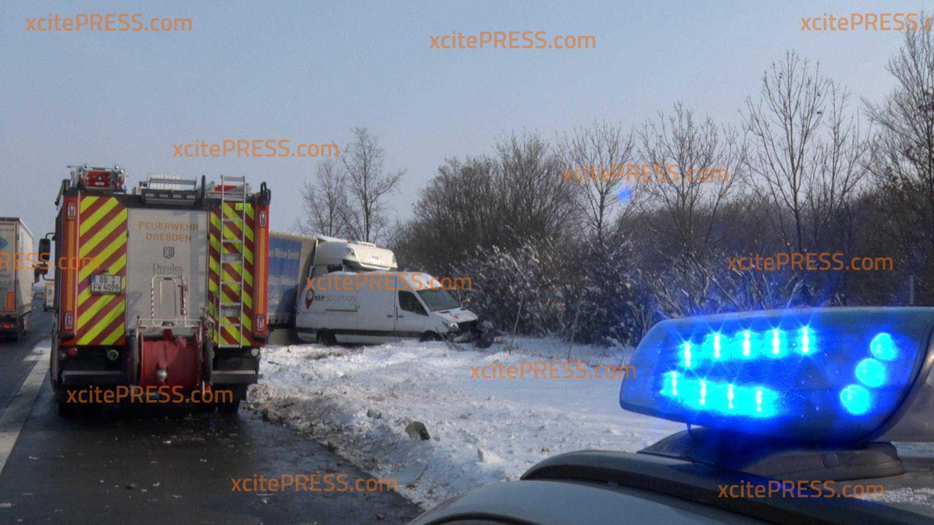 LKW kollidiert mit Transporter: Eine Person verletzt