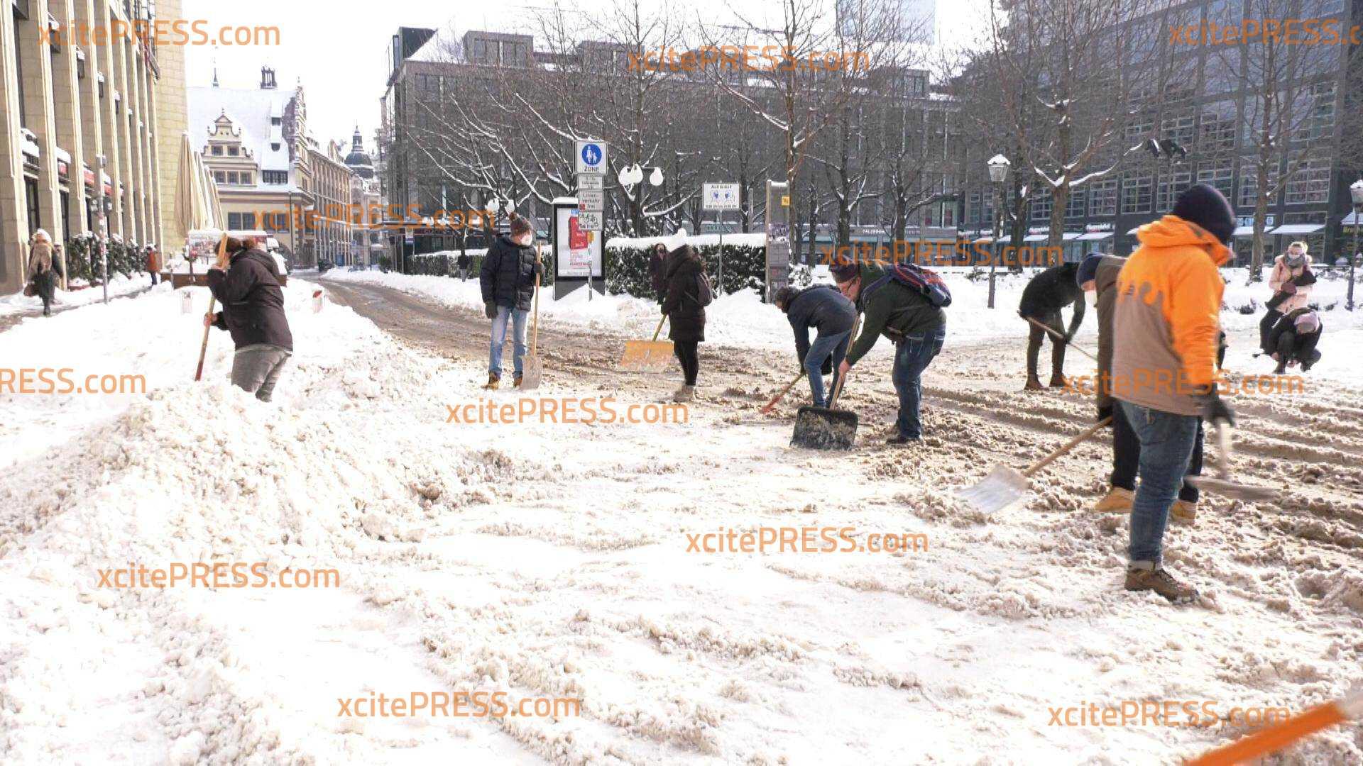 Leipziger Gastronomen helfen beim Schneeschaufeln: Aus Not Tugend gemacht - freiwillige Aktion im Lockdown durch