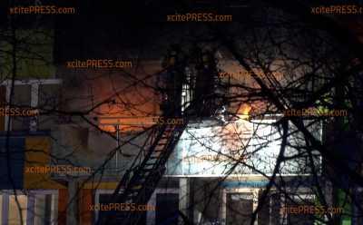 Zweijähriger tot aufgefunden, 36-jährige schwer verletzt: Großbrand in Dresdner Johannstadt: Großeinsatz für Einsatzkräfte