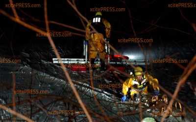 Eisdecke gibt nach - Vier Menschen in Kiesgrube Leuben eingebrochen: Feuerwehr rettet Personen