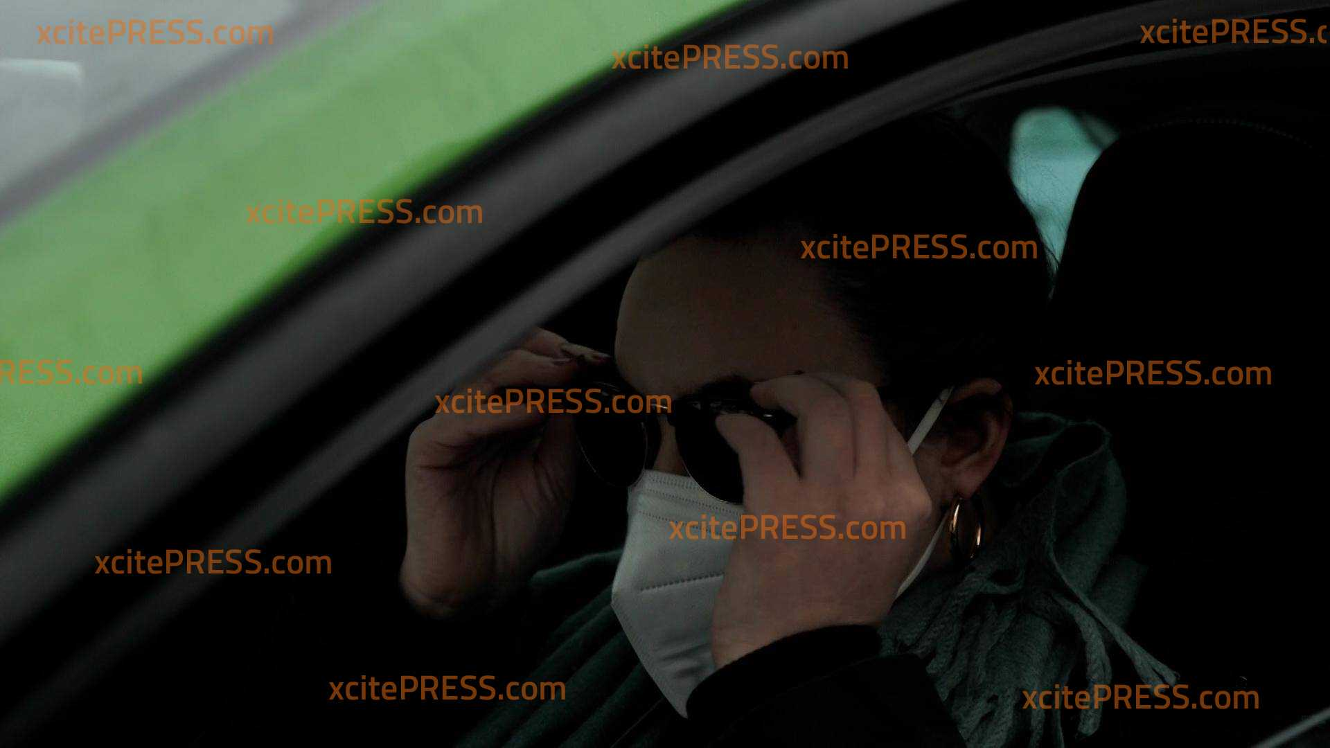 Maskenpflicht im Auto bei mehr als einem Hausstand: Mütze und Sonnenbrille beim Fahren verboten