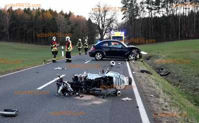 Biker stirbt nach Frontalcrash: Eine weitere Person verletzt