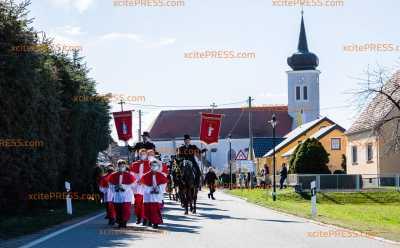 Traditioneller Brauchtum trotz Corona: Hunderte Osterreiter gehen sorbischem Osterbrauch in Sachsen nach: Routen der Reiter wurden vorher nicht bekannt gegeben um Besucher fernzuhalten