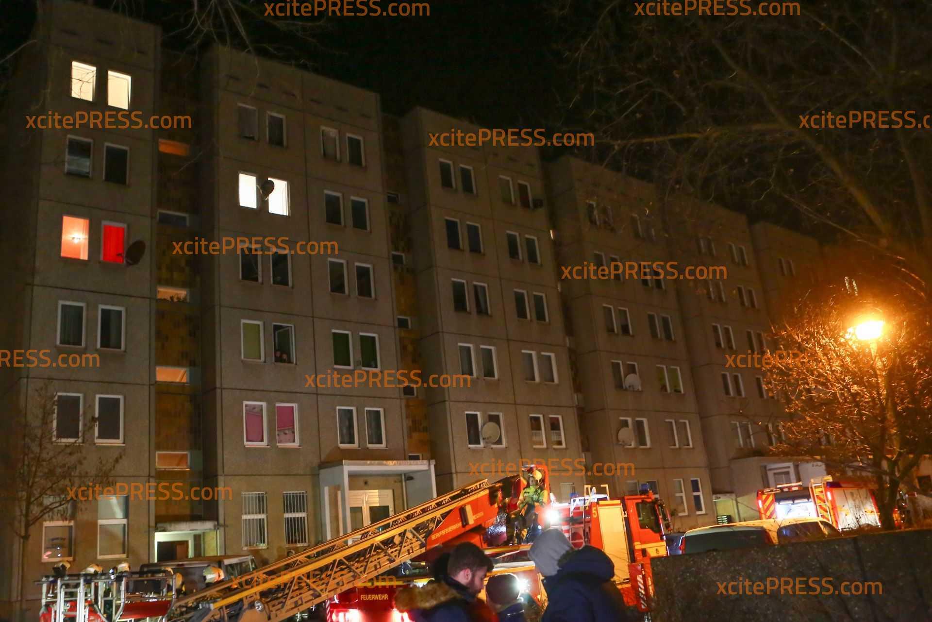 Explosion nach Brandstiftung im Keller: Großaufgebot von Einsatzkräften - Wasserrohr löschte Brand Nacht Explosion selbst