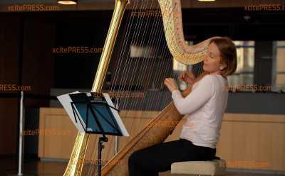 Zum Coronatest: Harfenkonzert im Kulturpalast: Künstlerin möchte Zutestende musikalisch unterhalten