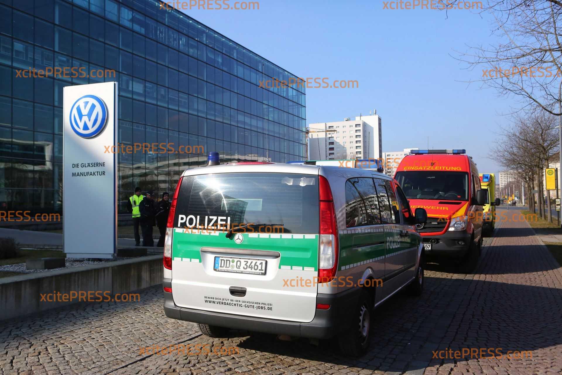 Aufregung an VW-Manufaktur: Brief mit weißem Pulver in Poststelle eingegangen: Feuerwehr stellt fest - ungefährlich