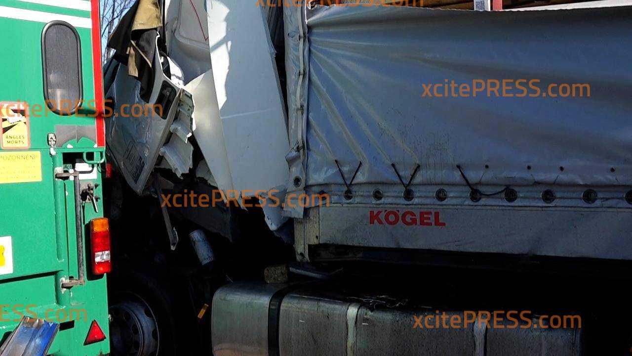 LKW-Crash auf der Autobahn 4: Brummi kracht auf Stauende: Schwerverletzter in Klinik geflogen