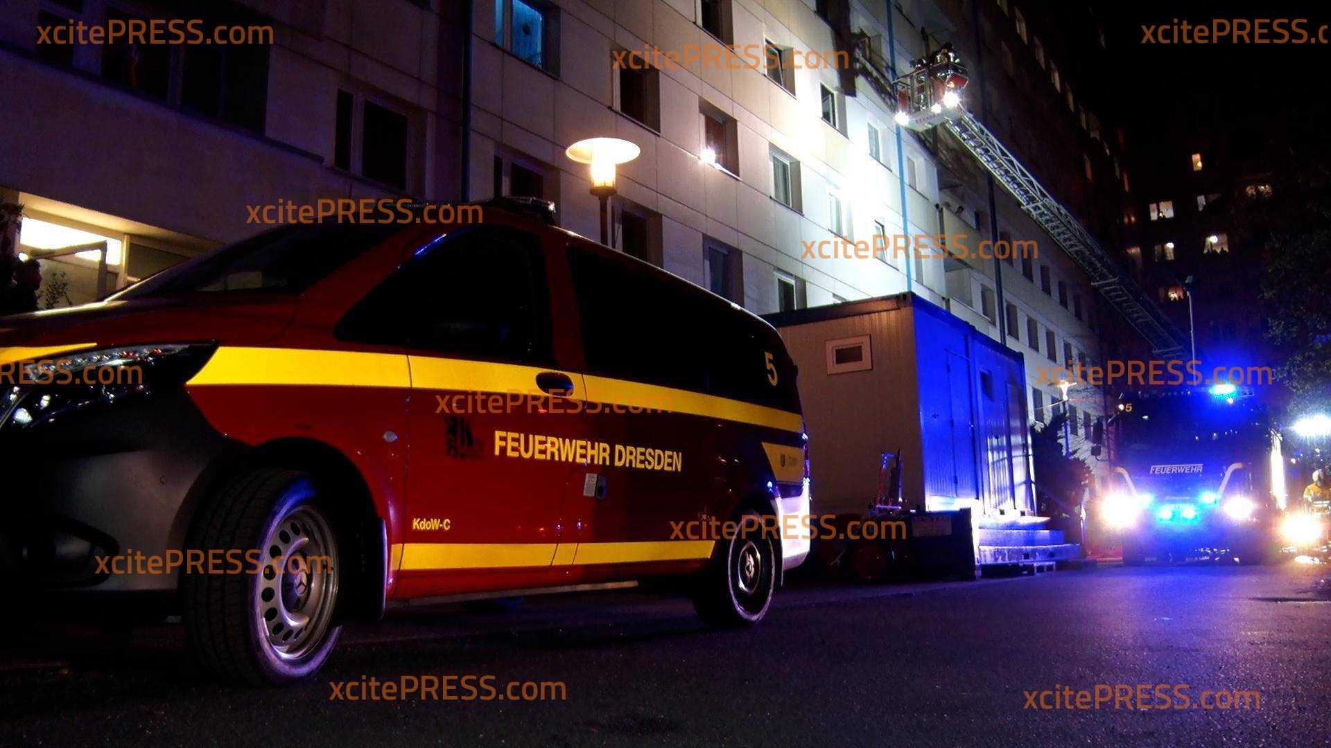 Erneut Brand in Hochhaus an Budapester Straße - Vier Verletzte: Feuer war im Bereich eines Verteilers im Keller ausgebrochen