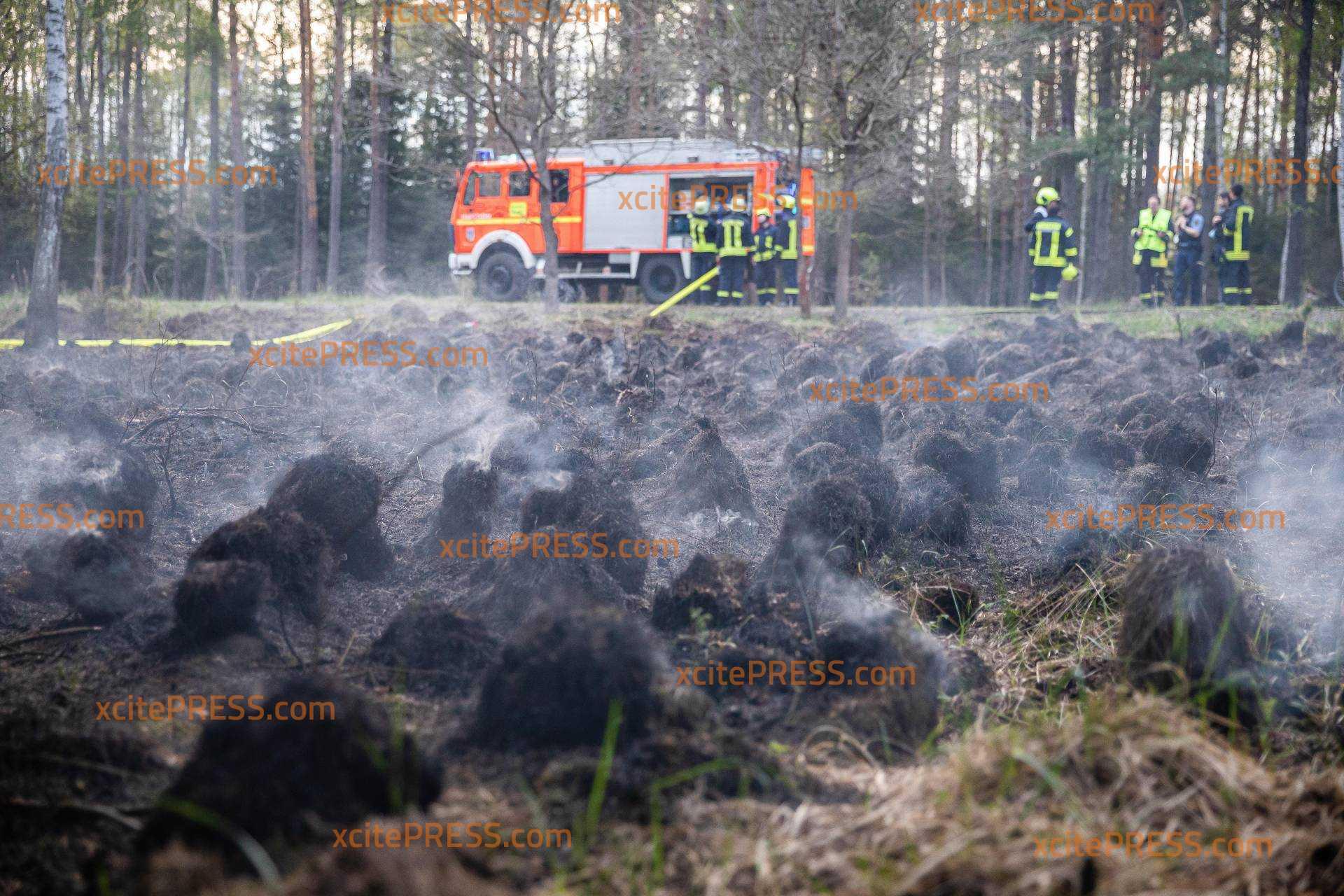 Schwieriger Moorbrand beschäftigt die Feuerwehr: Zwei Hektar vom Dubringer Moor in Flammen
