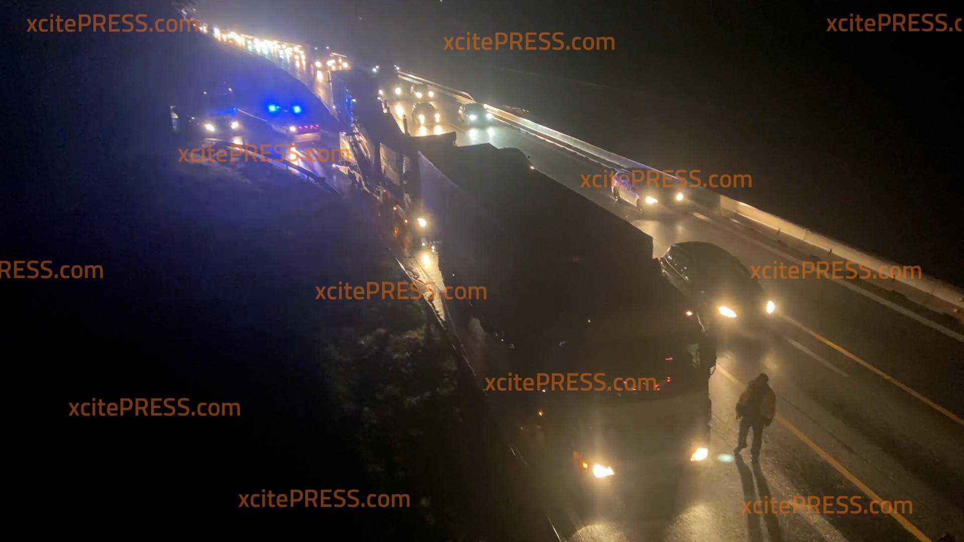 Verkehrschaos zum Feiertagsverkehr: Rastplätze überfüllt - Polizei muss LKWs wegschicken
