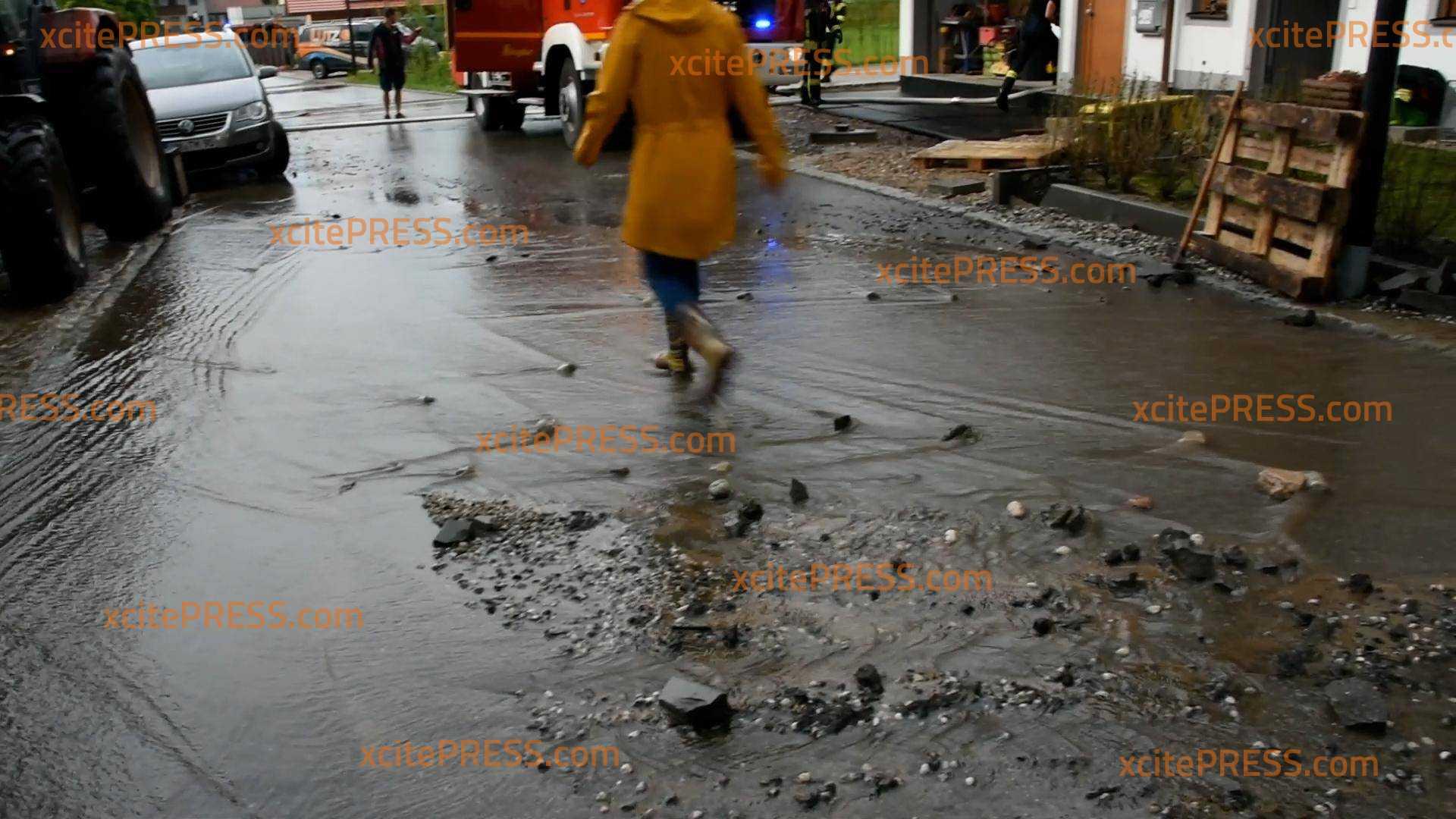 Extremes Gewitter lässt Keller laufen voll: Feuerwehr mit 60 Kameraden im Einsatz