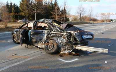 Mann (46) stirbt nach schwerem Unfall nahe Bautzen: Opfer wurde die Vorfahrt genommen - PKW kollidierte im Gegenverkehr mit Transporter