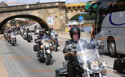 Hunderte Biker zu Harley-Parade in Landeshauptstadt: Viele Schaulustige